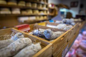 la-bottega-di-sappada-dolomiti-prodotti-tipici-dolomit-speck-ricotta-salame-formaggi-10-300x200