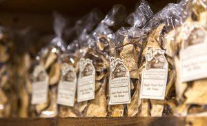 la-bottega-di-sappada-dolomiti-prodotti-tipici-dolomit-speck-ricotta-salame-formaggi-16-300x183