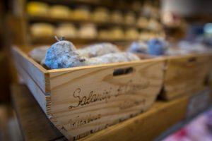 la-bottega-di-sappada-dolomiti-prodotti-tipici-dolomit-speck-ricotta-salame-formaggi-9-300x200
