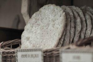 la-bottega-di-sappada-dolomiti-prodotti-tipici-dolomit-speck-salame-formaggi-11-300x200