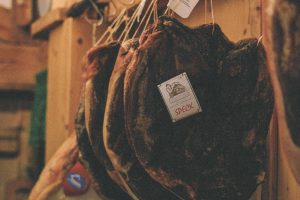 la-bottega-di-sappada-dolomiti-prodotti-tipici-dolomit-speck-salame-formaggi-13-300x200